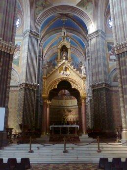 Katedrala interijer zrtvenik
