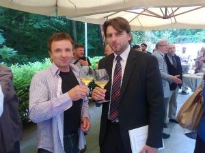 Ministar turizma Darko Lorencin, s istarskim vinogradarom/vinarom Francom Kozlovićem, aktualnim predsjednikom Udruge vinarstva pri HGK