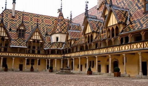 Beaune Hospices dvoriste