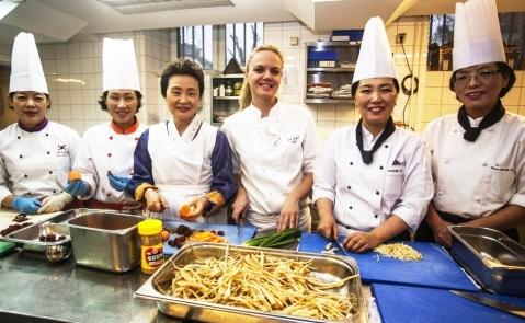 Korejski menu: uz cheficu kuhinje hotela Esplanade kuharska je ekipa iz Koreje