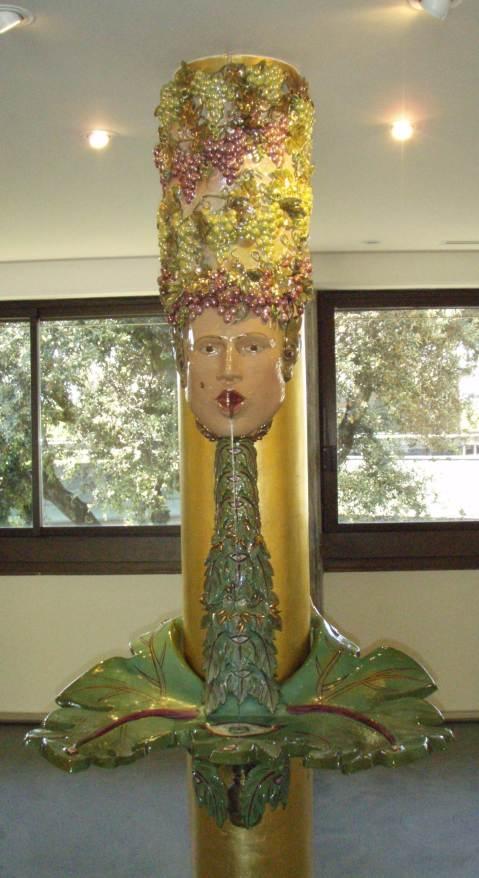 Umjetnička galerija u sklopu podruma Ornellaia: dio djela koje se sastoji od četiri sklupture od koje svaka prezentira po jedno godišnje doba. S obzirom da smo u vinskom ambijentu a na pragu je i vrijeme berbe, snimio sam skulpturu što predstavlja jesen i dakako berbu