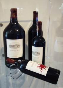 Od svake berbe u Ornellaiji napune po 111 boca veće zapremnine vinom Ormellaia i zapremnine tada angažiraju svjetski znane moderne umjetnike da ih ukrase i da na temu te berbe naprave eksponat za umjetničku galeriju posjeda