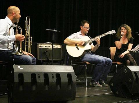 Za dobro raspoloženje na festivalu pobrinula se pečuška glazbena skupina Jazzimpair