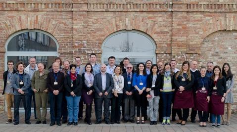 Ocjenjivanje Portugieser du Monde 2016, Kulturni centar Zsolnai, Pečuh: degustatori, organizatori i sommelieri koji su točili vino