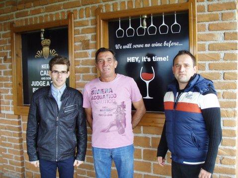 Velimir Jagunić sa sinovima, desno je Dominik