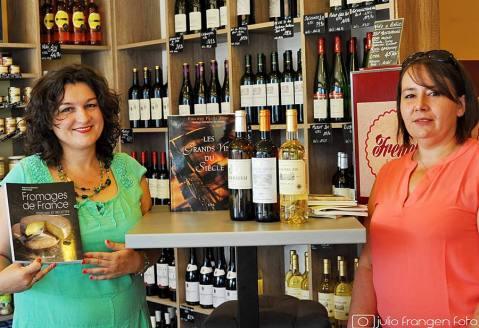 Prof. Marija Vuklić te Nathalie Durbic u simpatičnom lokalčiću French Store, prodaoaonici-kušaonici francuskih delikatesa, vina i jakih pića gdje su održane prve radionice L'Alphabet Francais