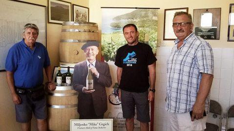 U kušaonici, u koju naiđu brojni posjetitelji i kupci vina, goste dočekuje i Mike Grgich!