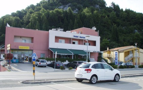 Hotel Merlot u Opuzenu. Sobe nose nazive vinskih sorata