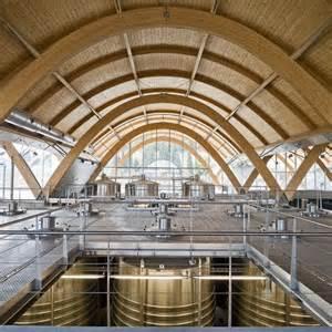 Novi podrum – novi proizvodni kapaciteti (gore) i novi prostor za prihvat turista na predavanja i degustacije