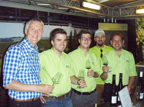 Prof. Ulrich Fischer iz Organizacijskog odbora Mundus Vinija, s mladim vinogradarima/vinarima članovima udruge Generation Pfalz