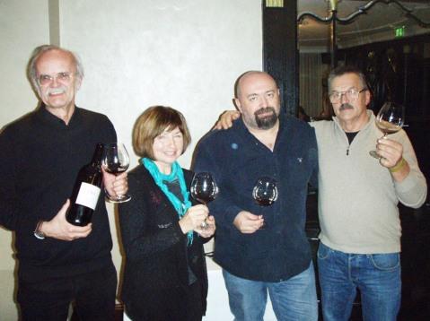 Boris Mervič (sasvim desno), chef Zdravko Tomšić, enologinja Antonija Krnić te prof. Marin Berović
