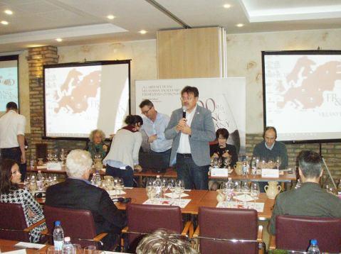 Drugu konferenciju o cabernet francu, u podrumu vilanjskog vinara Jozsefa Bocka, otvara Zoltan Györffy, glavni urednik vinskog časopisa Pecsi Borozo iz Pečuha i suorganizator priredbe