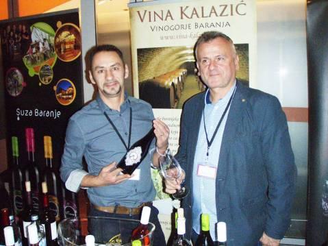 Uz obalu Dunava. Slavko Kalazić (desno) i njegov agronom i pomoćnik u podrumu Samir Nađ