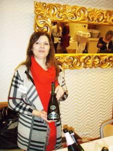 Kuća Istenič s podrumom na Bizeljskome pobijedila je u kategoriji bijelih pjenušaca sa svojim Prestigeom 2011. Barbara Istenič nudila je još i No 1 i Gourmet rosé 2011. S obzirom da su Isteniči na Bizeljskom nedavno imali jači požar, brojna su pitanja Barbari bila i na tu temu…