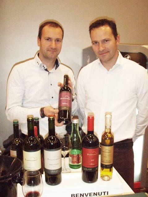 Nikola i Albert Benvenuti pokazuju novo vino Caldierosso 2013 od terana, nebbiola, tempranilla i merlota