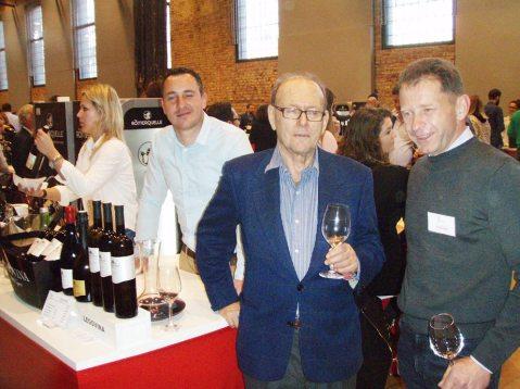 Iole značajnije vinsko događanje nezanimljivo je bez velikog poklonika Bakhova nektara Alfija Kabilja, na slici u razgovoru s istarskim vinogradarom i vinarom Frankom Radovanom