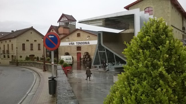 Pogled na zgradu što je u okviru kompleksa u kojemu je podrum Lopez Heredia